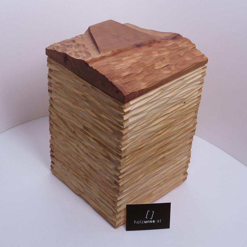 Unre aus Holz 28
